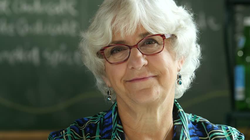 Mujer mayor sonriendo.   Imagen: Shutterstock
