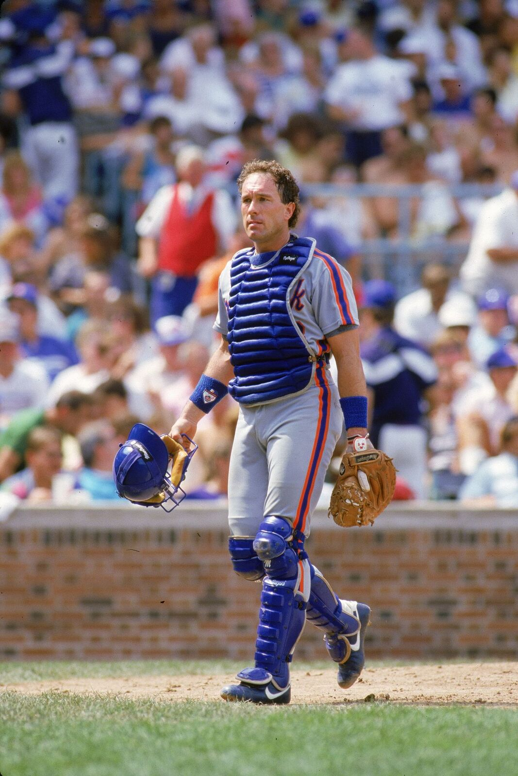 Gary Carter in catcher's gear during an MLB game at Wrigley Field in Chicago, Illinois | Source: Getty Images