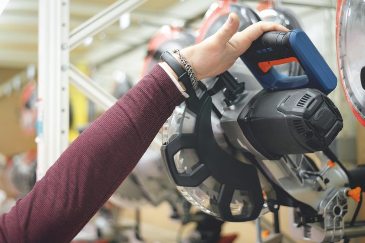 A buyer is choosing a new assembly circular saw in a construction store. | Photo: Getty Images