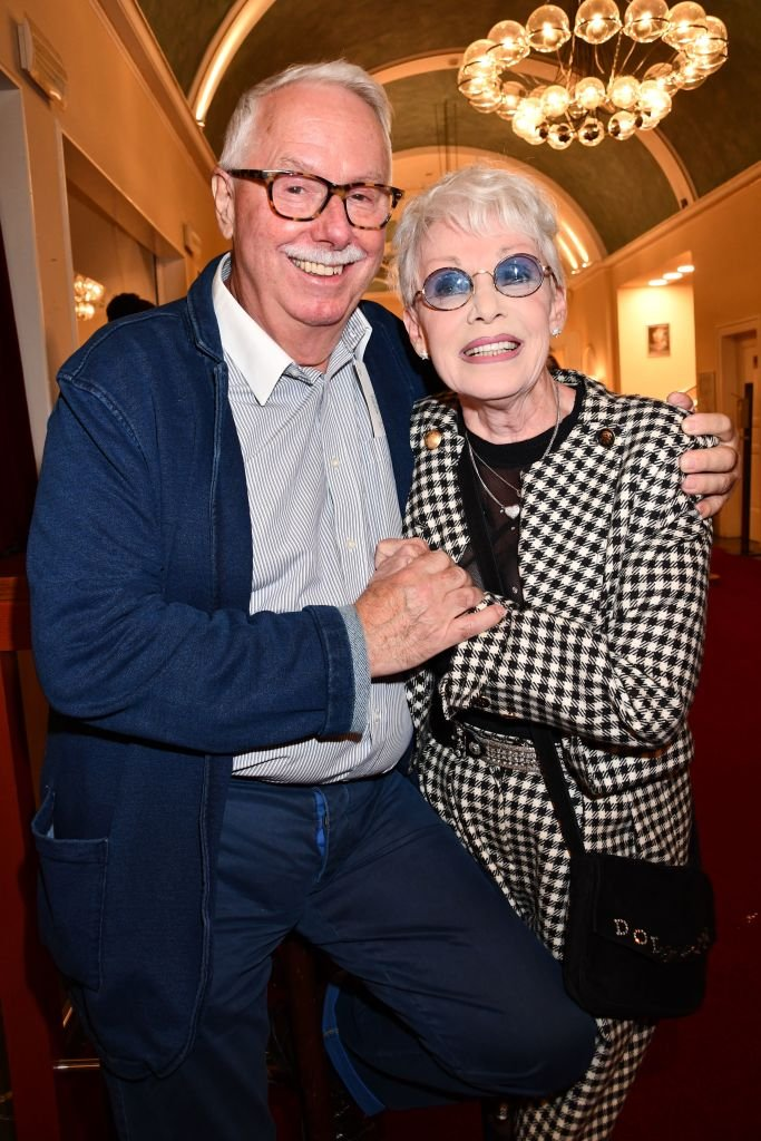 BERLIN, GERMANY - SEPTEMBER 05: Klaus Krahn, Anita Kupsch during the premiere of the play Gottes Lebenslauf and also the 85th birthday of Dieter Hallervorden at Schlosspark Theater on September 5, 2020 in Berlin, Germany. | Foto von: Tristar Media/Getty Images