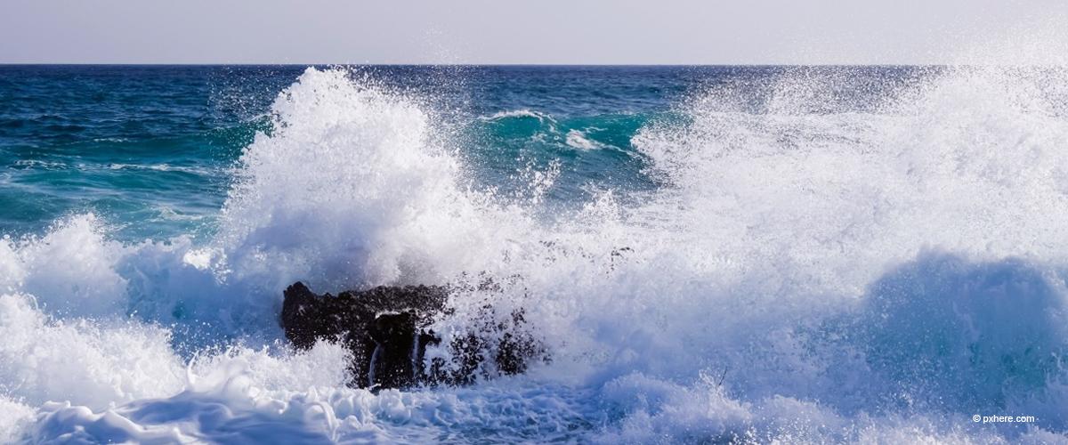 Dreifacher Vater stirbt, nachdem er an seinem Geburtstag von einer riesigen Welle erfasst wurde