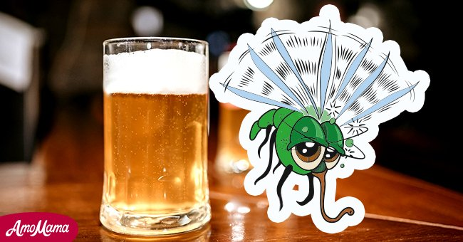 Each friend discovered a fly in their beer! | Photo: Shutterstock