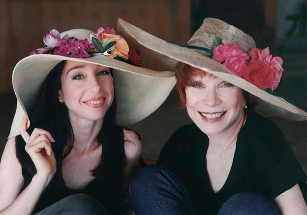 Shirley MacLaine with her daughter Sachi Parker circa 1996   Photo: Getty Images