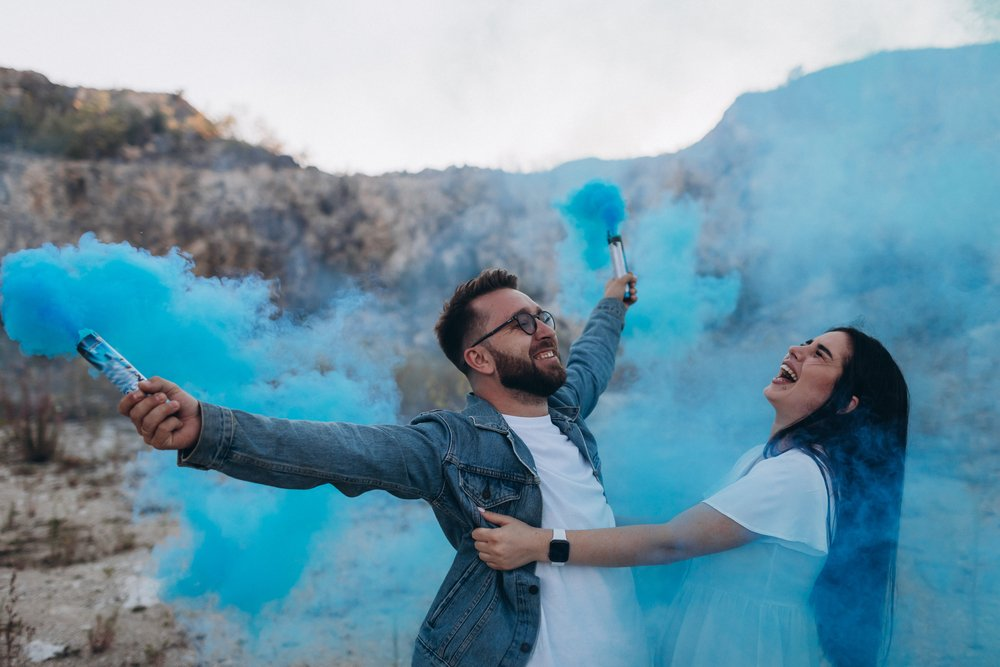 Two parents during a gender reveal party. | Photo: Shutterstock
