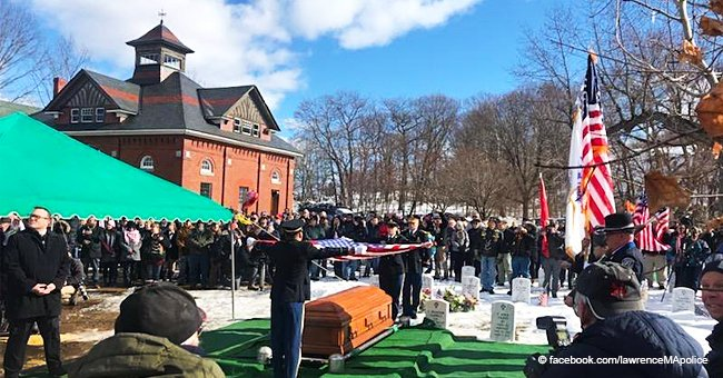 Hundreds of strangers attend funeral of war veteran with no living family to pay their respects