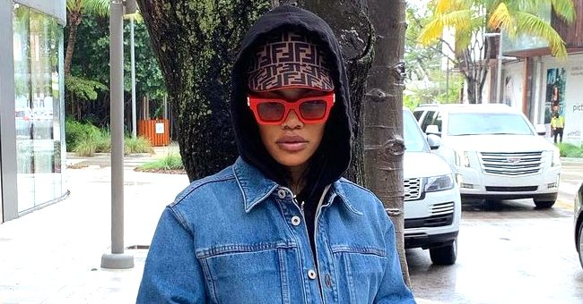 Teyana Taylor Rocks Her Natural Afro as She Puts on a Leggy Display in a Blue Robe (Photos)