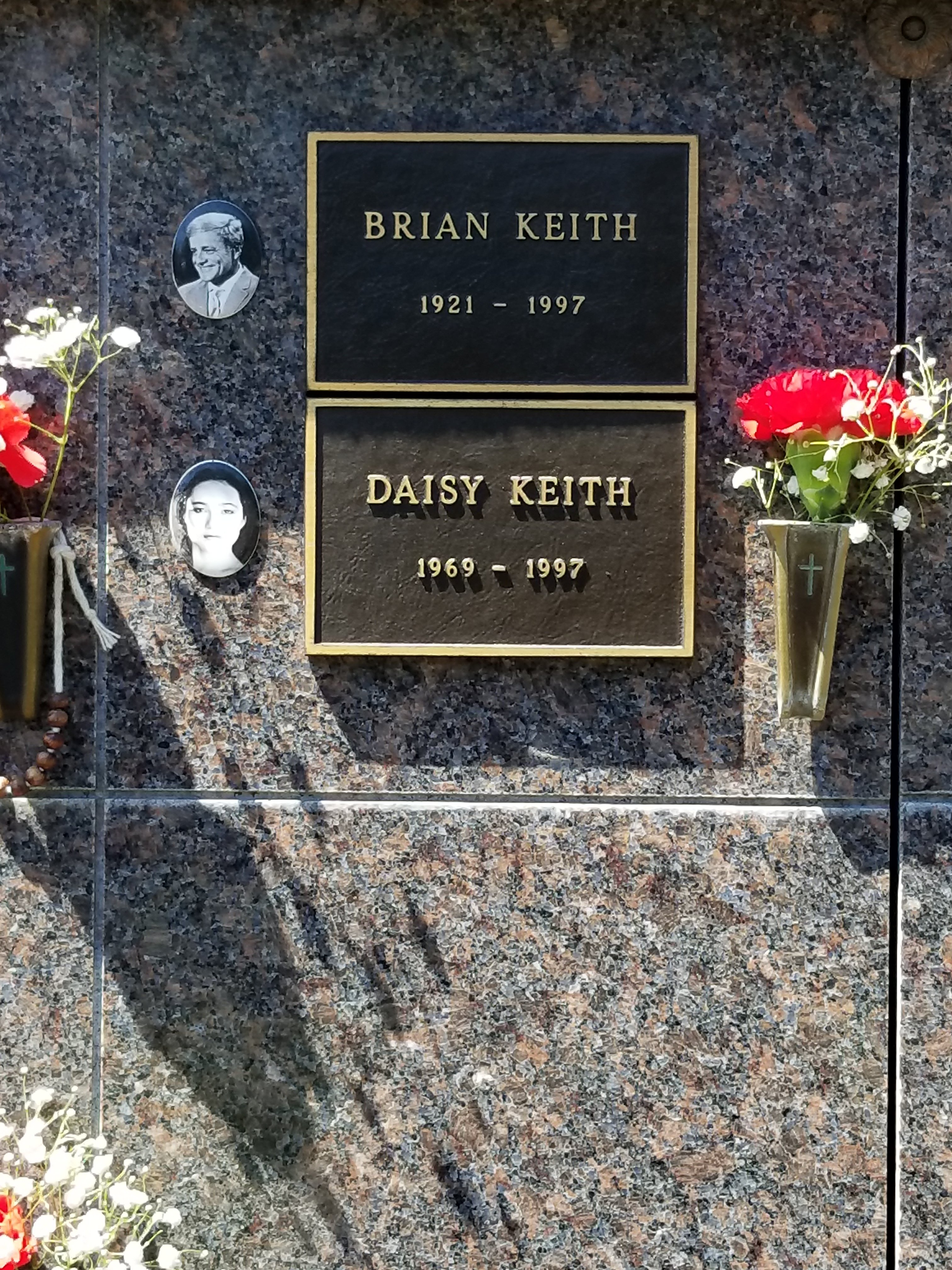 Brian Keith's Grave Marker. | Source: Wikimedia Commons
