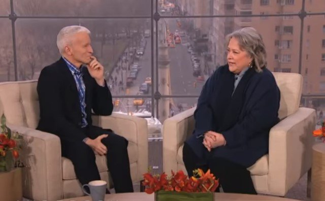 Kathy Bates and Anderson Cooper during an interview | Photo: Youtube /  Anderson