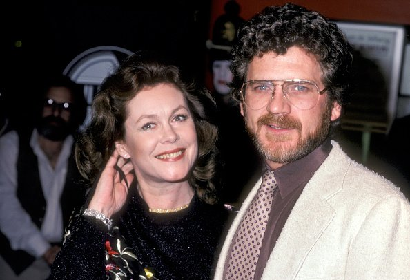 Elizabeth Montgomery and Robert Foxworth on March 4, 1980 at Plitt's Century Plaza Theatres in Century City, California. | Photo: Getty Images