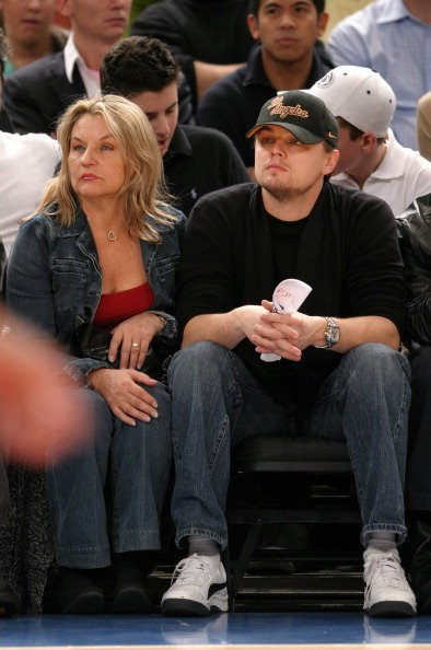 Leonardo DiCaprio with his mother at the New Jersey Nets vs. New York Knicks Game.| Photo: Getty Images.