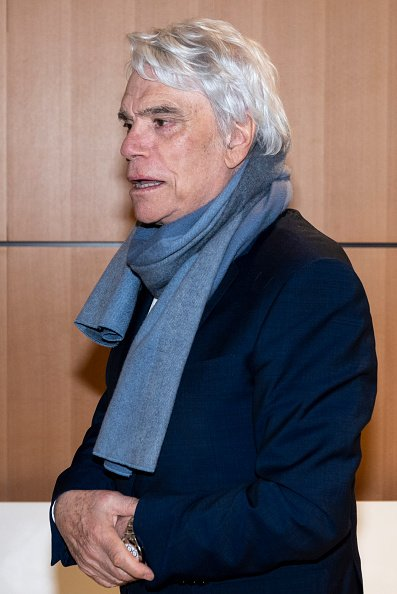 Bernard Tapie lors d'une pause à la Cour de Paris, en avril 2019. | Photo : Getty Images