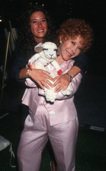 Mallory Tarcher and Shari Lewis at 11th Annual Software Dealers Assocation Convention on July 26, 1992 | Photo: Getty Images