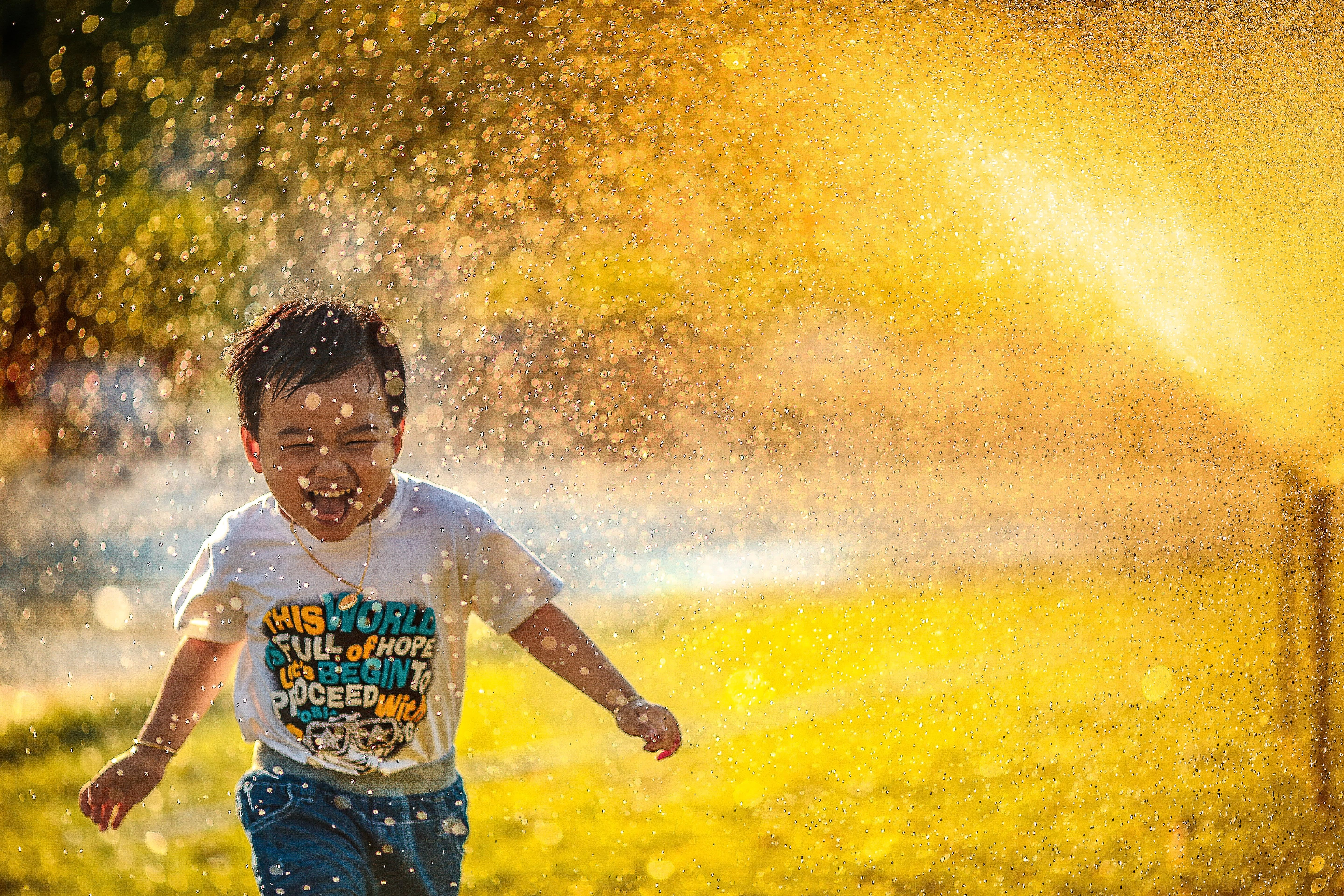 A child playing with the sprinklers | Source: Unsplash.com