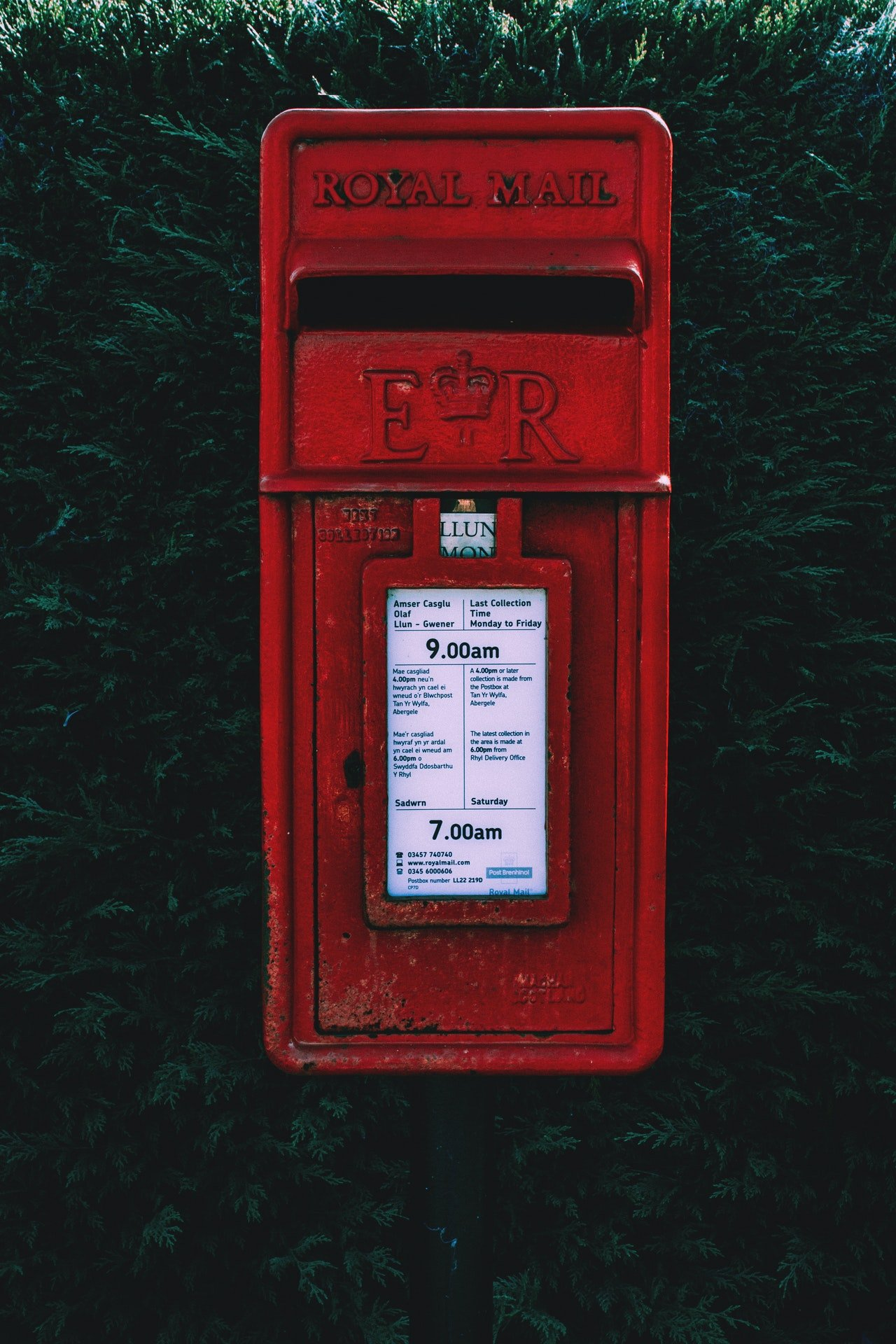 Photo of a red mail box | Photo: Pexels