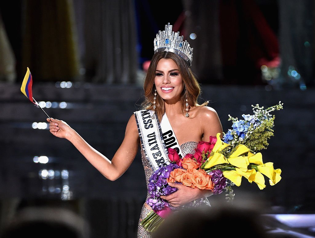 Miss Colombia Ariadna Gutierrez tearfully enjoys her few minutes crowned as Miss Universe in Las Vegas, Nevada. December 2015.| Photo: GettyImages/Global Images of Ukraine
