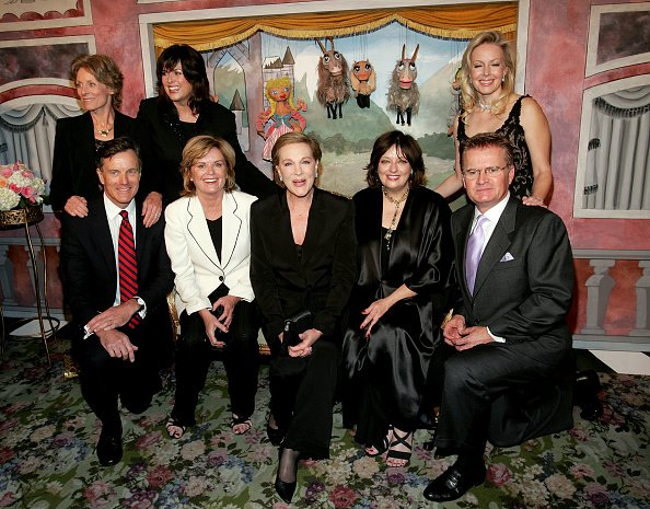 Julie Andrews, Charmain Carr, Debbie Turner, Kym Karath, Nicholas Hammond, Heather Menzies, Andrews, Angela Cartwright, and Duane Chase at The Tavern on the Green November 10, 2005 in New York City. | Photo: Getty Images