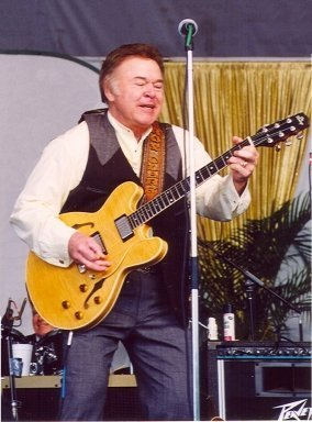 Roy Clark, 2002. | Source: Wikimedia Commons