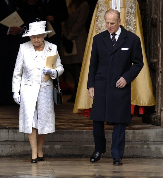 La Reine Elizabeth II et le Duc d'Edimbourg quittent l'Abbaye de Westminster. |Photo : Getty Images