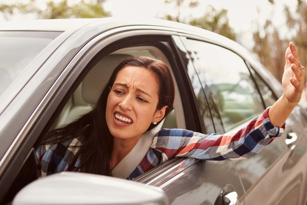 A frustrated woman in a car.| Photo: Shutterstock.