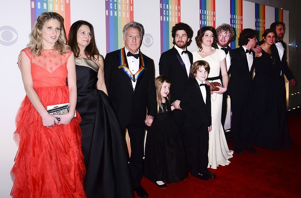 Lisa Hoffman and Dustin Hoffman pose with family members for photographers during the 35th Kennedy Center Honors | Image: Getty Images.