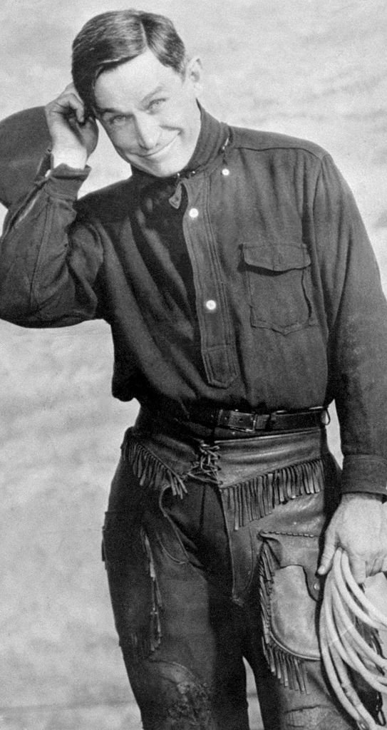 Cowboy comic Will Rogers poses for the camera | Photo: Getty Images