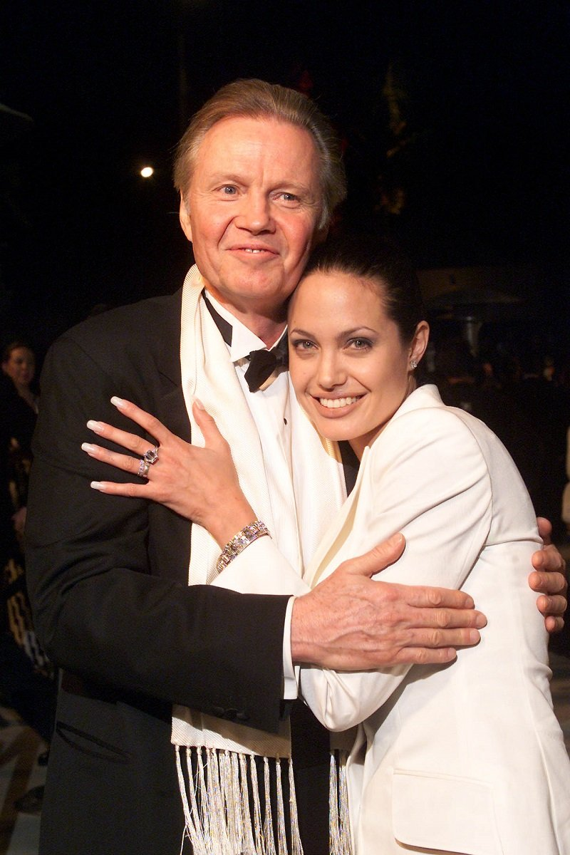 Angelina Jolie with her father Jon Voight in Beverly Hills, Los Angeles, on March 25, 2001 | Photo: Getty Images