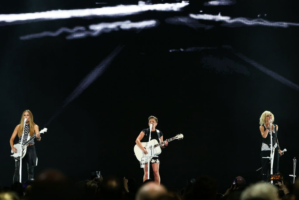 Emily Robison, Natalie Maines and Martie Maguire of The Dixie Chicks perform at Rod Laver Arena on April 1, 2017 | Photo: Getty Images