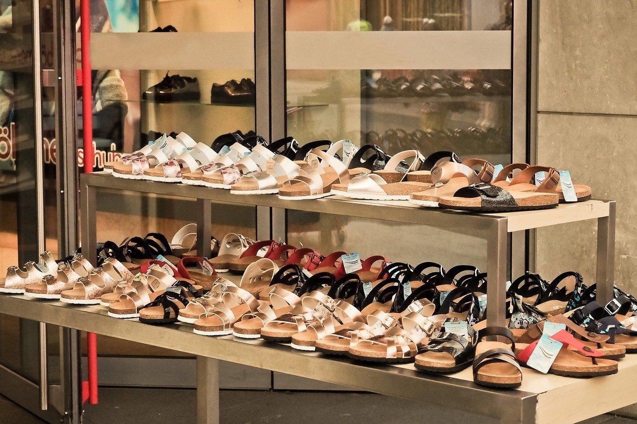 Zapatos en una tienda. | Foto: Pixabay