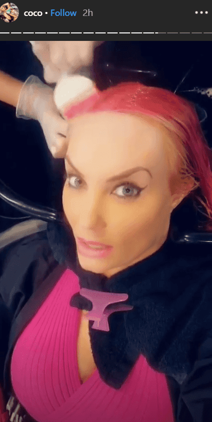 Coco Austin getting her pink hair done | Photo: Instagram/@cocoaustin