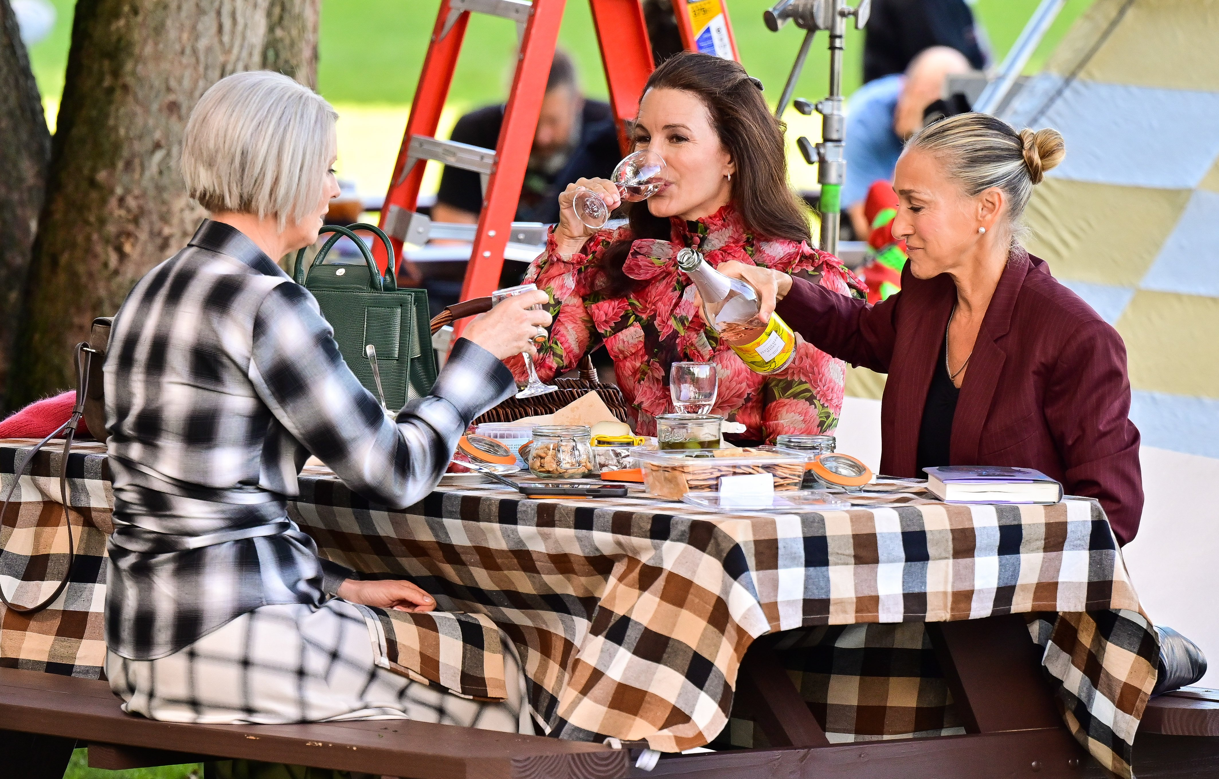 """Sarah Jessica Parker, Cynthia Nixon, and Kristin Davis on the set of """"And Just Like That..."""", New York, 2021 