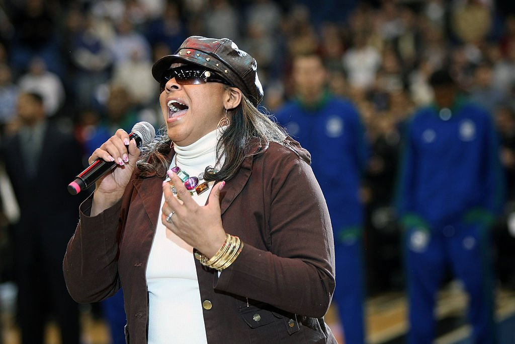 Sheila Raye Charles, daughter of the Legendary Ray Charles, performs the National Anthem on February 19, 2010 | Photo: Getty Images