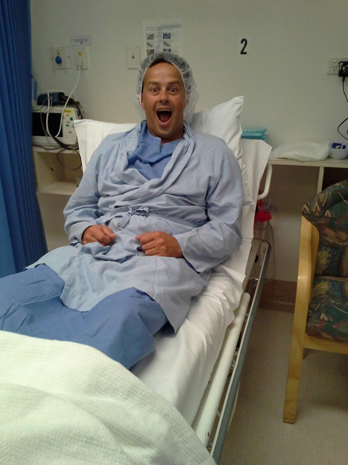 Hombre en cama de hospital. | Imagen: PxHere