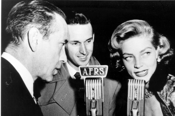 Humphrey Bogart and Lauren Bacall during an interview with Armed Forces Radio Services. | Source: Wikimedia Commons
