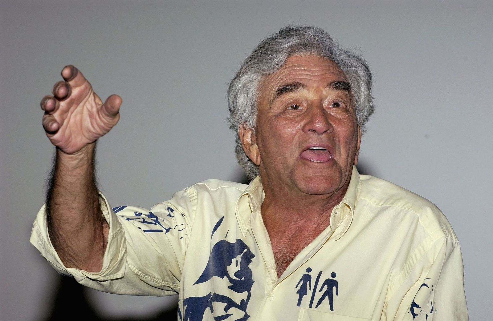 Peter Falk during a 2005 question and answer session in Arclight Theaters. | Photo: Getty Images