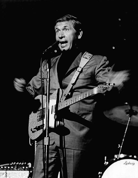 Buck Owens performing at the Weshington State Fair in 1968. | Source: Wikimedia Commons