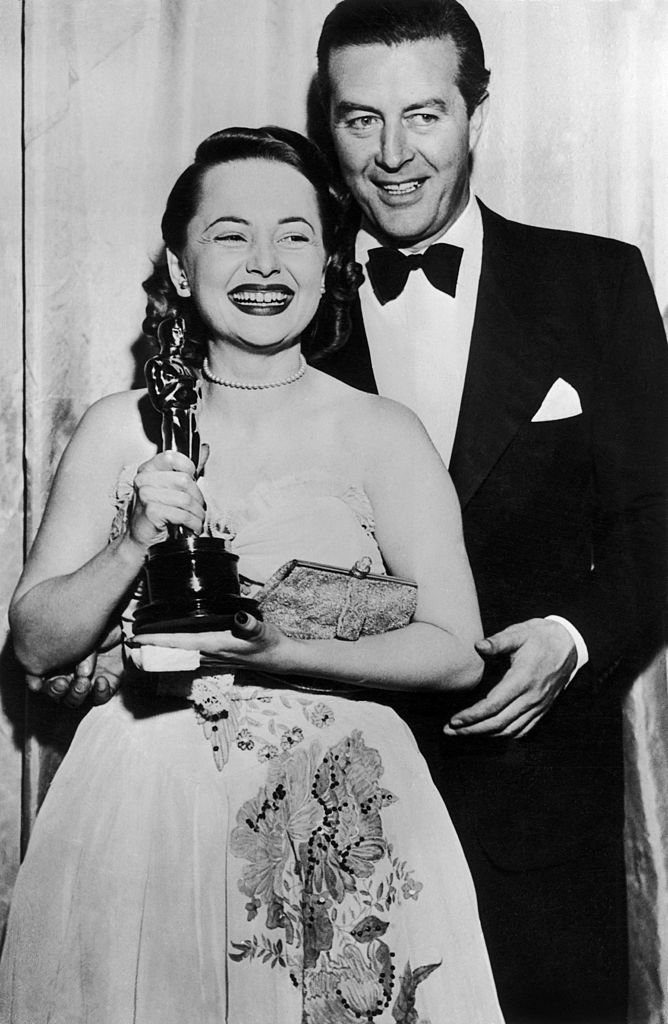 """Olivia De Havilland With The Best Actress Oscar For The Film """"To Each His Own"""", In 1947. 