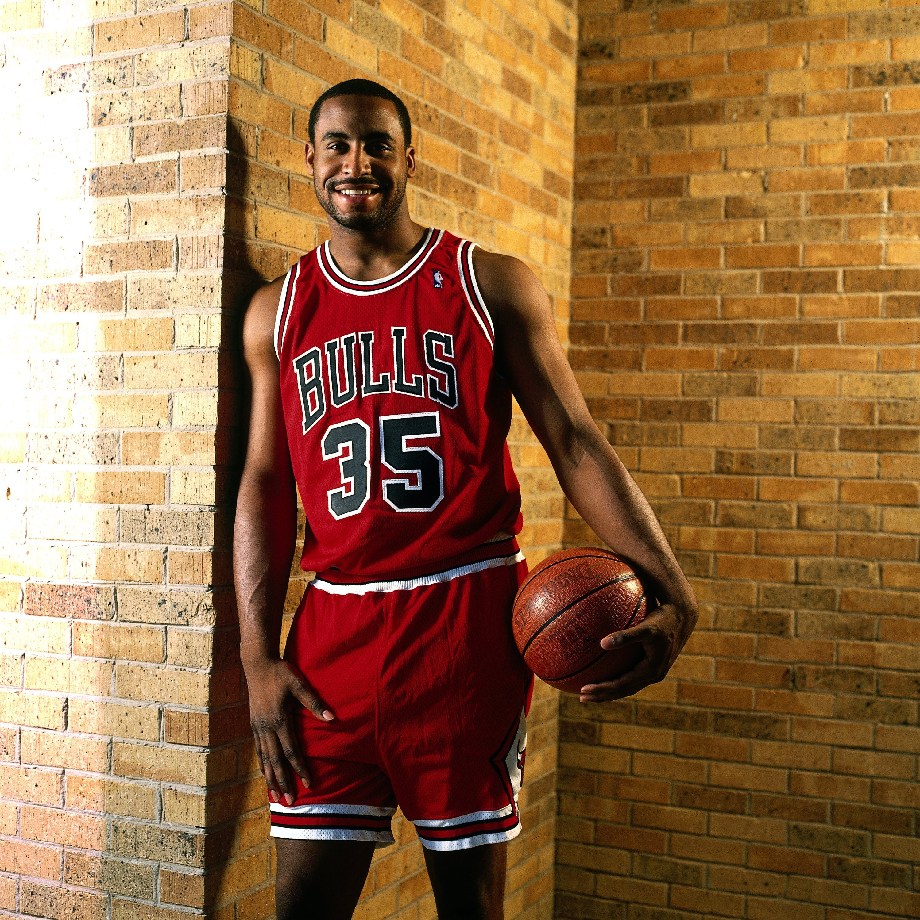 Jason Caffey #35 of the Chicago Bulls poses for a 1996 photo in Chicago, Illinois.  Photo: GettyImages/ Copyright 1996 NBAE
