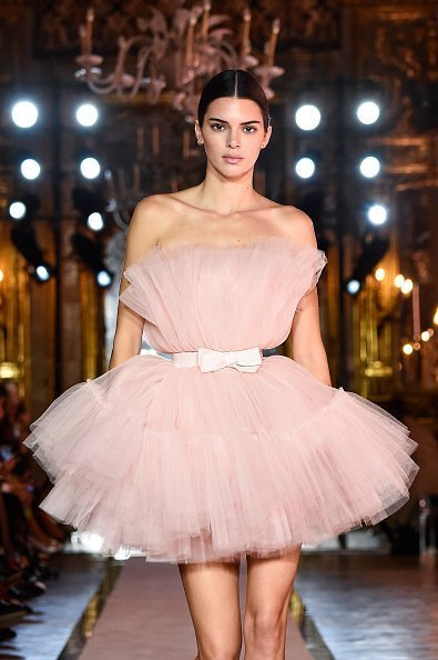 Kendall Jenner walking the runway during the Giambattista Valli Loves H&M show on October 24, 2019 in Rome, Italy. | Photo: Getty Images