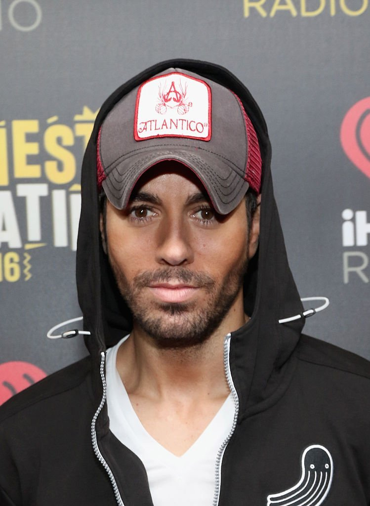 Enrique Iglesias attends iHeartRadio Fiesta Latina on November 5, 2016, in Miami, Florida. | Source: Getty Images.