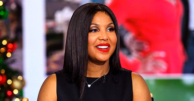 Toni Braxton Changes Her Look as She Debuts Short Blonde Hair & Rocks a Sheer Top (Photos)