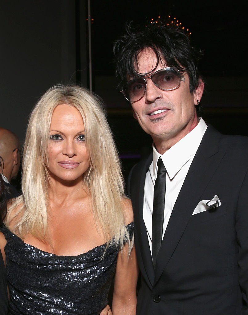 Pamela Anderson et le musicien Tommy Lee assistent à la 35e anniversaire de PETA à Hollywood Palladium le 30 septembre 2015 à Los Angeles. | Photo : Getty Images