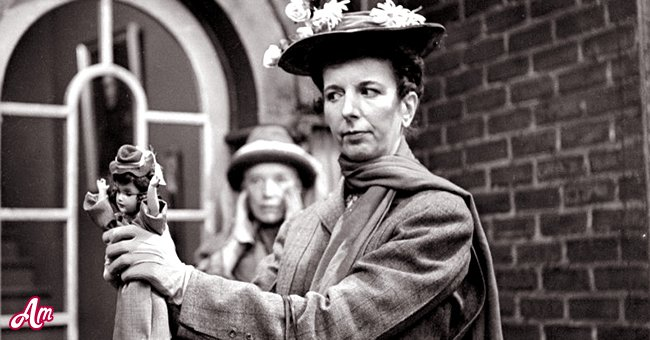 """Mary Wickes as Mary Poppins on the CBS television network series, """"Studio One in Hollywood."""" Episode, """"Mary Poppins."""" aired December 19, 1949.   Source: Getty Images"""