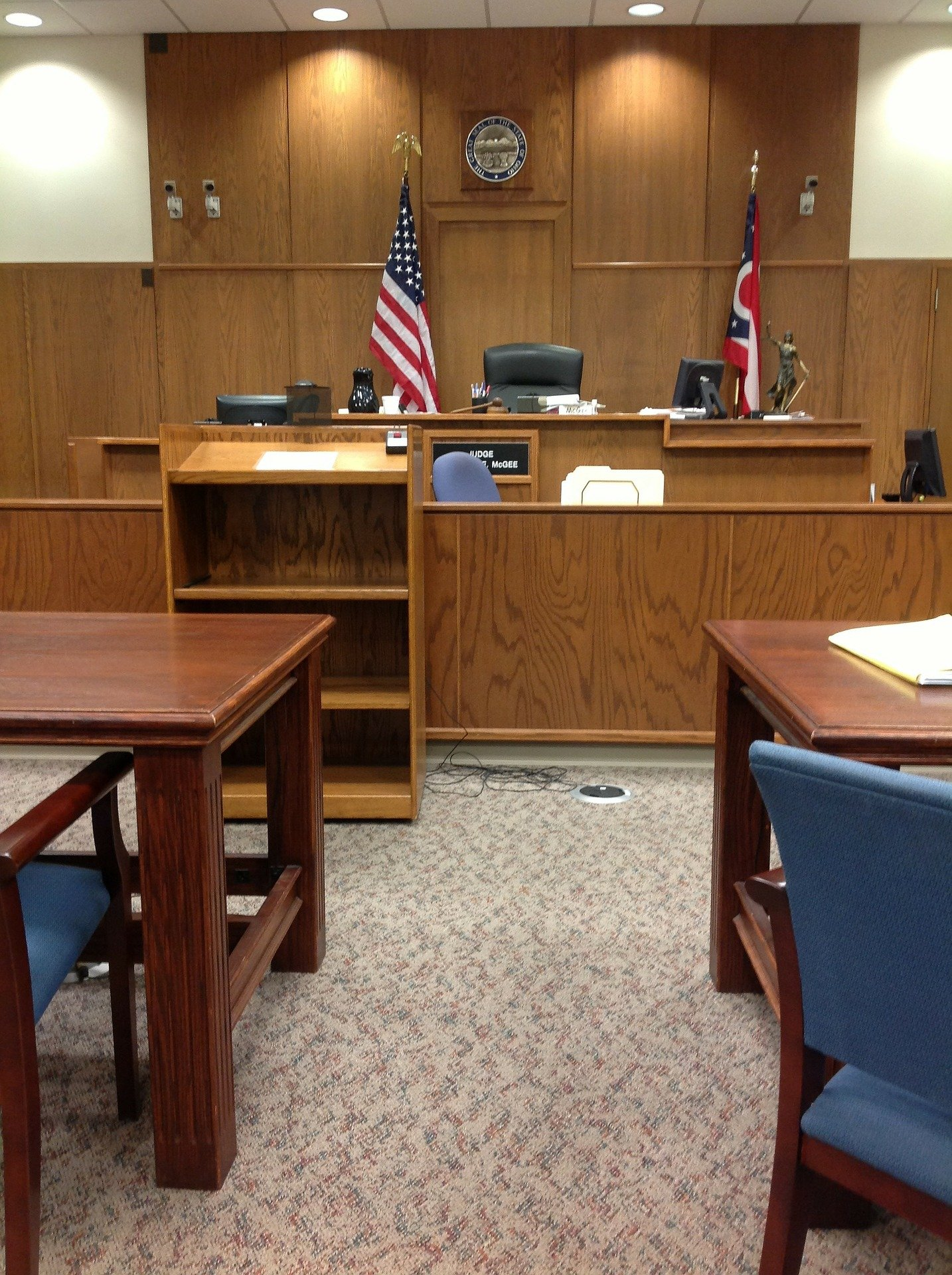 A view of a chairman's bench in an American courtroom   Photo: Pixabay/ohioduidefense