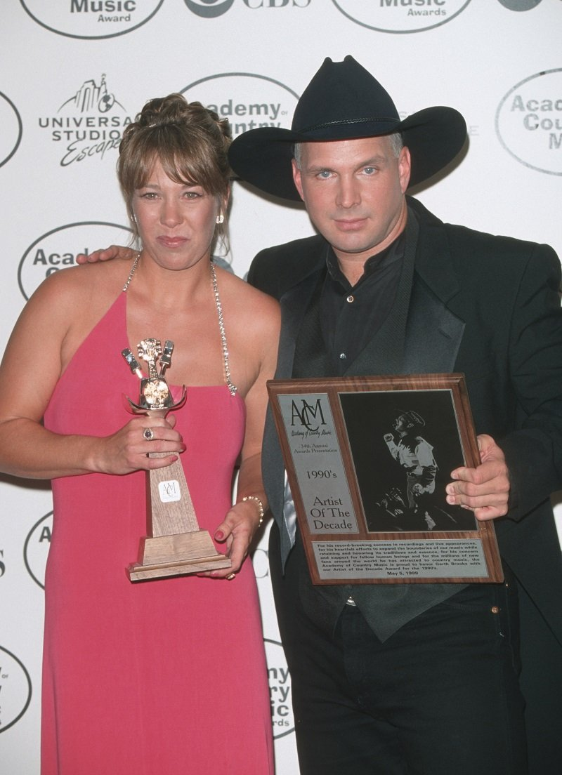 Sandy Mahl and Garth Brooks in Universal City, California on May 05, 1999 | Photo: Getty Images