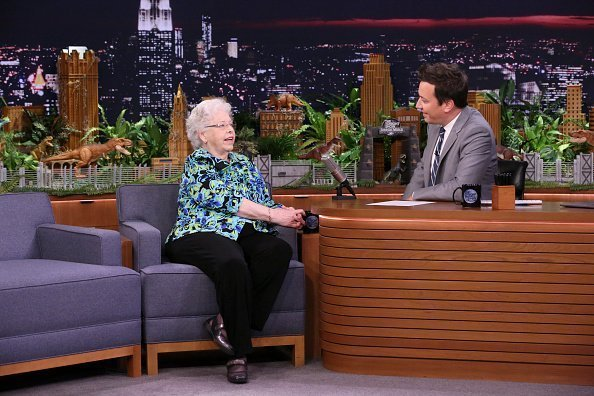Mrs. Joanne Rogers during an interview with host Jimmy Fallon on June 12, 2018 | Photo: Getty Images