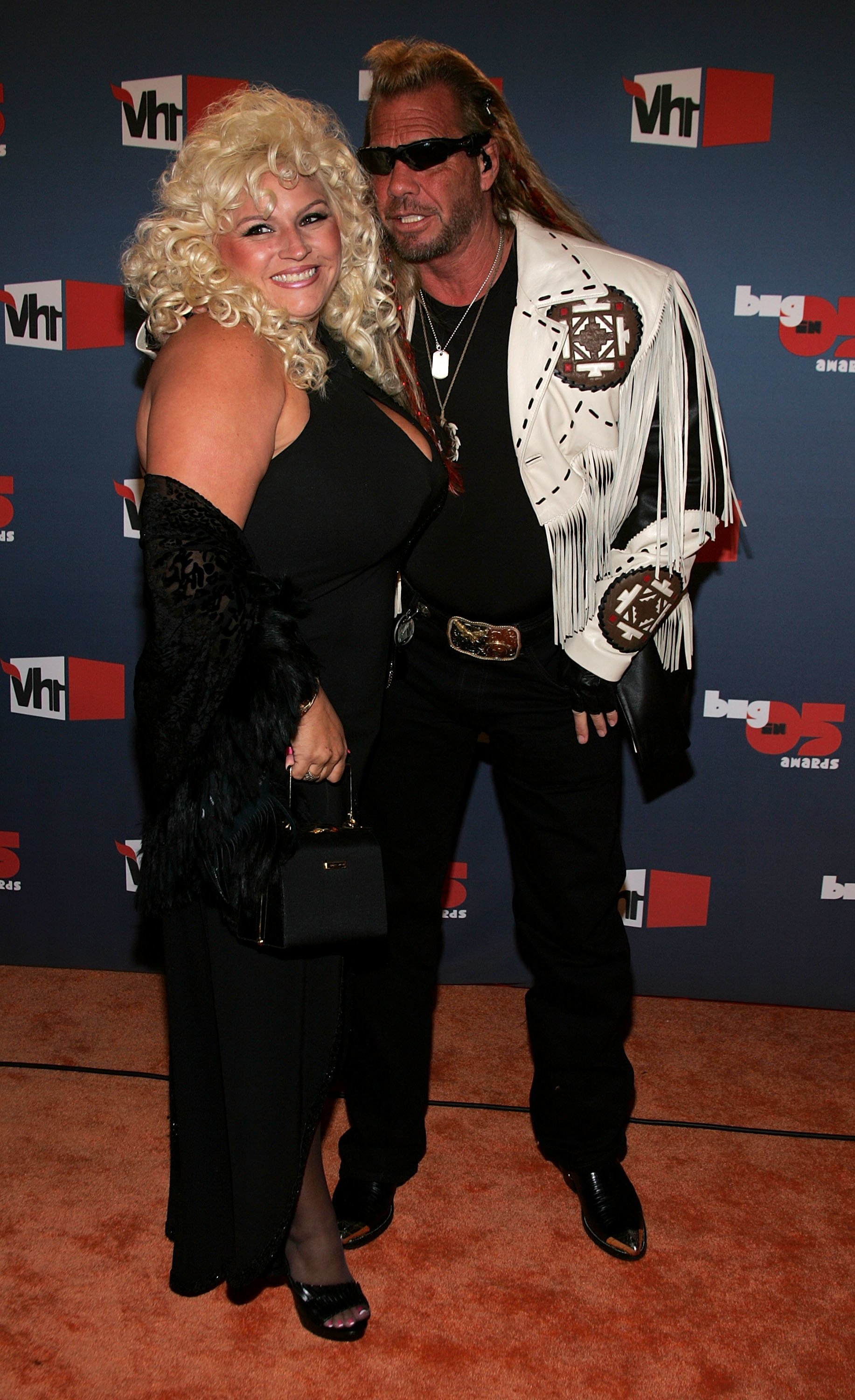 ": Bounty Hunter Duane ""Dog"" Chapman (R) and Beth Chapman arrive at the VH1 Big In '05 Awards held at Stage 15 