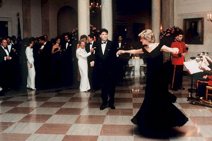 Princess Diana dances with John Travolta in Cross Hall at the White House during an official dinner on November 9, 1985 in Washington, DC | Photo: Getty Images