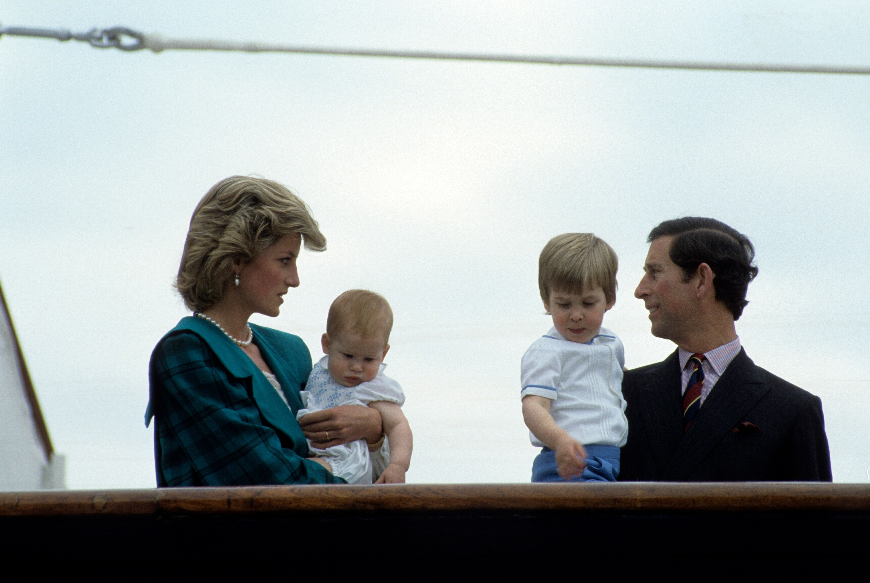 La Princesse Diana, le Prince Charles et leurs deux fils. l Source: Getty Images