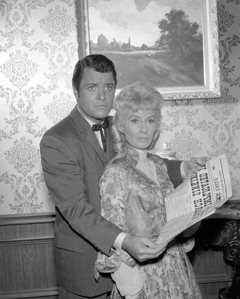 Peter Breck and Barbara Stanwyck pictured in 1966. | Photo: Getty Images