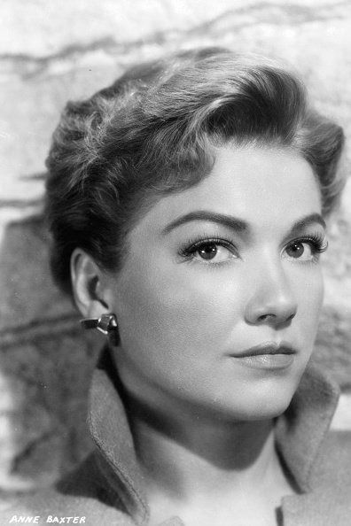 Anne Baxter in publicity portrait for the film 'Chase A Crooked Shadow', 1958 | Photo: Getty Images